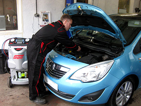 MOTs Leeds, Servicing & Repairs for all makes of petrol and diesel vehicles  		in Leeds: motorbikes, cars, commercial cl 5 light motor homes goods cl 7